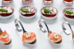Τρόφιμα δάχτυλων τομέα εστιάσεως Στοκ φωτογραφία με δικαίωμα ελεύθερης χρήσης