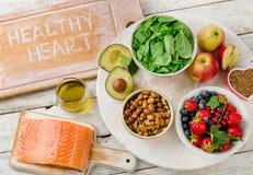 Τρόφιμα για την υγιή καρδιά ισορροπημένο σιτηρέσιο Στοκ φωτογραφία με δικαίωμα ελεύθερης χρήσης