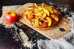 Τρόφιμα, επιδόρπιο, ζύμες, πίτα Νόστιμη όμορφη πίτα μήλων στοκ φωτογραφίες με δικαίωμα ελεύθερης χρήσης
