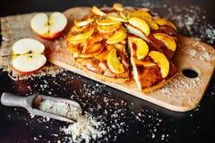 Τρόφιμα, επιδόρπιο, ζύμες, πίτα Νόστιμη όμορφη πίτα μήλων στοκ φωτογραφία με δικαίωμα ελεύθερης χρήσης