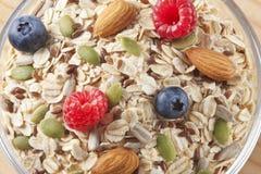 Τρόφιμα δημητριακών φρούτων προγευμάτων Στοκ εικόνα με δικαίωμα ελεύθερης χρήσης