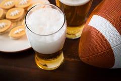 Τρόφιμα κομμάτων ποδοσφαίρου, έξοχη ημέρα κύπελλων στοκ εικόνες με δικαίωμα ελεύθερης χρήσης