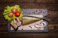 τρόφιμα μπουλεττών ανασκόπησης πολύ κρέας πολύ Καπνισμένο υπόβαθρο σκουμπριών Καπνισμένο σκουμπρί επάνω Στοκ εικόνα με δικαίωμα ελεύθερης χρήσης