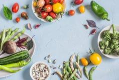 τρόφιμα μπουλεττών ανασκόπησης πολύ κρέας πολύ Κατάταξη των φρέσκων λαχανικών σε ένα μπλε υπόβαθρο Τοπ όψη Στοκ φωτογραφίες με δικαίωμα ελεύθερης χρήσης