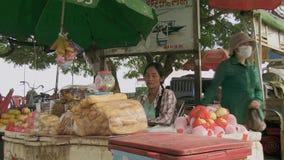 τρόφιμα οδών, πελάτης, Καμπότζη, Νοτιοανατολική Ασία απόθεμα βίντεο