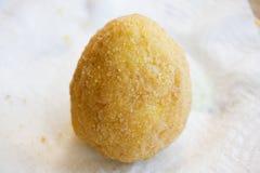 Τρόφιμα οδών: τηγανισμένο arancini Στοκ Εικόνες