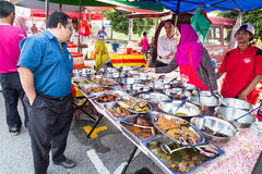 Τρόφιμα οδών bazaar στη Μαλαισία που ικανοποιεί iftar κατά τη διάρκεια Ramadan Στοκ εικόνες με δικαίωμα ελεύθερης χρήσης