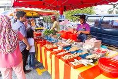 Τρόφιμα οδών bazaar στη Μαλαισία που ικανοποιεί iftar κατά τη διάρκεια Ramadan Στοκ Φωτογραφίες