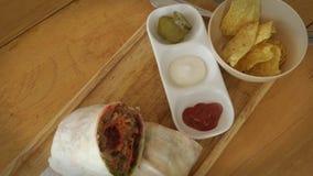 Τρόφιμα που εξυπηρετούνται μεξικάνικα στον πίνακα στον καφέ Τοπ όψη φιλμ μικρού μήκους