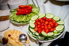 Τρόφιμα που εξυπηρετούνται σε μια ώρα κοκτέιλ Στοκ φωτογραφίες με δικαίωμα ελεύθερης χρήσης