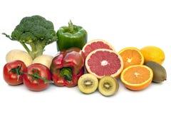 Τρόφιμα που περιέχουν την βιταμίνη C που απομονώνεται στο λευκό στοκ φωτογραφία με δικαίωμα ελεύθερης χρήσης