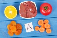 Τρόφιμα που περιέχουν τη βιταμίνη Α, τα φυσικές μεταλλεύματα και την ίνα, υγιής θρεπτική κατανάλωση Στοκ φωτογραφίες με δικαίωμα ελεύθερης χρήσης