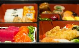 Τρόφιμα που τίθενται ιαπωνικά στο κιβώτιο Στοκ Φωτογραφία