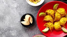 Τρόφιμα που τίθενται κινεζικά στον πίνακα πετρών φιλμ μικρού μήκους