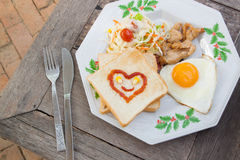 τρόφιμα προγευμάτων με το ψωμί, foor πρωινού Στοκ Φωτογραφίες