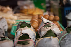 Τρόφιμα ρυζιού παραδοσιακά στο angkringan εστιατόριο Στοκ Φωτογραφίες