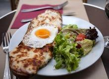 Τρόφιμα σε έναν γαλλικό καφέ Στοκ εικόνα με δικαίωμα ελεύθερης χρήσης