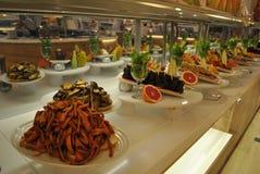 Τρόφιμα σε ένα πιάτο σε ένα εστιατόριο στοκ φωτογραφία