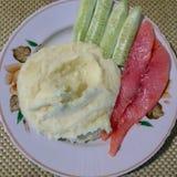 Τρόφιμα σε ένα πιάτο, τοπ άποψη στοκ φωτογραφία με δικαίωμα ελεύθερης χρήσης