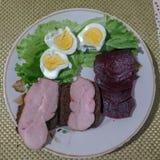 Τρόφιμα σε ένα πιάτο, τοπ άποψη στοκ εικόνες με δικαίωμα ελεύθερης χρήσης