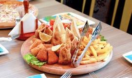 τρόφιμα στη πιατέλα Στοκ φωτογραφίες με δικαίωμα ελεύθερης χρήσης