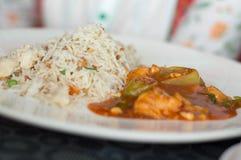 Τρόφιμα στο άσπρο πιάτο Στοκ εικόνες με δικαίωμα ελεύθερης χρήσης