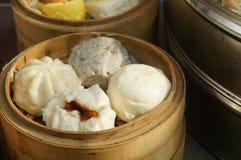 Τρόφιμα της Κίνας: βρασμένο στον ατμό γεμισμένο κουλούρι Στοκ Εικόνες