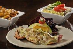 Τρόφιμα: ψάρια με το λειωμένο τυρί Στοκ Εικόνες