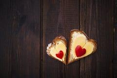 Τρόφιμα ψωμιού μορφής σάντουιτς καρδιών Στοκ φωτογραφία με δικαίωμα ελεύθερης χρήσης
