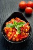 Τρόφιμα, chickpeas που μαγειρεύονται με τις ντομάτες και πιπέρια Vegan Στοκ Εικόνες
