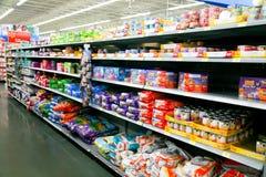 Τρόφιμα PET στο κατάστημα στοκ εικόνες με δικαίωμα ελεύθερης χρήσης