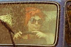 τρύγος κοριτσιών οδήγηση&s Στοκ εικόνες με δικαίωμα ελεύθερης χρήσης