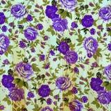 Τρύγος λουλουδιών από το ύφασμα στον ξύλινο τοίχο Στοκ Εικόνες