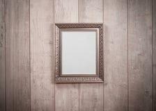 Τρύγος πλαισίων στον ξύλινο τοίχο Στοκ φωτογραφίες με δικαίωμα ελεύθερης χρήσης