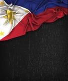 Τρύγος σημαιών των Φιλιππινών σε έναν μαύρο πίνακα κιμωλίας Grunge Στοκ Εικόνες