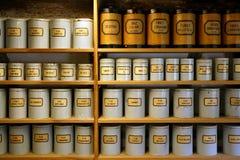 τρύγος φαρμακείων μεταλλικών κουτιών Στοκ Εικόνες