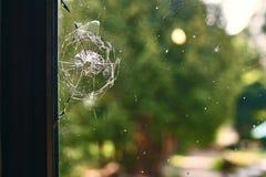 Τρύπα από σφαίρα στο παράθυρο Στοκ εικόνα με δικαίωμα ελεύθερης χρήσης