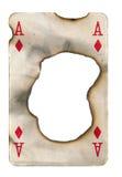 Τρύπα εγκαυμάτων στον παλαιό βρώμικο άσσο καρτών παιχνιδιού του υποβάθρου εγγράφου διαμαντιών Στοκ Εικόνες