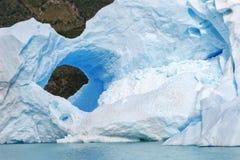Τρύπα πάγου σε ένα παγόβουνο, Παταγωνία, Αργεντινή Στοκ Φωτογραφία