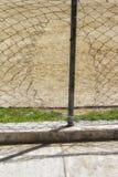Τρύπα σε έναν φράκτη στοκ εικόνα με δικαίωμα ελεύθερης χρήσης