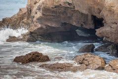 Τρύπα στους βράχους Στοκ φωτογραφία με δικαίωμα ελεύθερης χρήσης