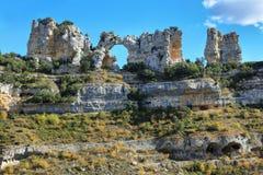 Τρύπα στο βράχο Orbaneja del Castillo, Ισπανία στοκ φωτογραφία