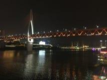 Τρύπα Hongya Chongqing έξω από τη γέφυρα ποταμών Yangtze στοκ εικόνα