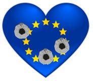 Τρύπες από σφαίρα στην καρδιά της σημαίας της Ευρωπαϊκής Ένωσης Στοκ φωτογραφίες με δικαίωμα ελεύθερης χρήσης