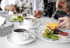 τρώγοντας τους καρπούς &del Στοκ Εικόνα