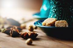 Τσάι ή καυτό κρασί με τα διάφορα καρυκεύματα Στοκ Φωτογραφία