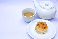Τσάι απογεύματος με το scone Στοκ Φωτογραφίες
