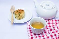 Τσάι απογεύματος με το scone Στοκ εικόνες με δικαίωμα ελεύθερης χρήσης