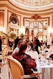Τσάι απογεύματος στο Ritz Λονδίνο Στοκ φωτογραφία με δικαίωμα ελεύθερης χρήσης