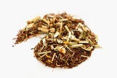 Τσάι από τα αφρικανικές roibos και τη χλόη λεμονιών Στοκ εικόνα με δικαίωμα ελεύθερης χρήσης
